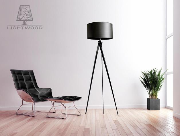 Stehlampe-Dreibein-schwarz