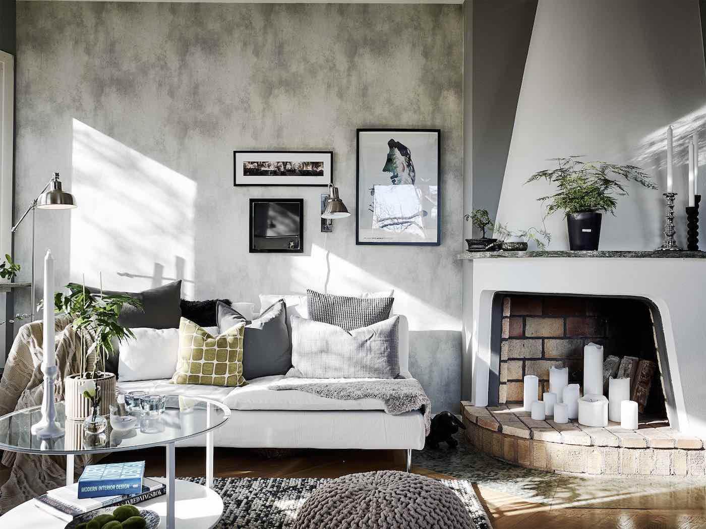 Cheap Rustikaler Kamin Im Modernen Wohnzimmer With Schwedische Sofas